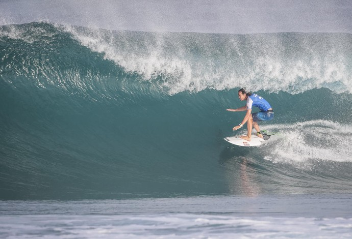 Jordy Smith encontra belo tubo e elimina Alex Ribeiro na etapa do Havaí (Foto: Tony Heff/WSL)