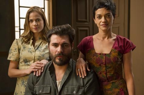 Luiza Valdetaro (Hilda), Thiago Lacerda (Toni) e Ana Cecília Costa (Gaia) (Foto: TV Globo/Estevam Avellar)
