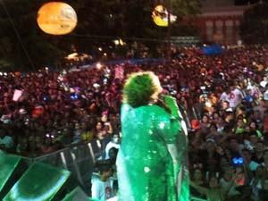 Cantora embalou multidão com sucessos de 40 anos de carreira (Foto: Igor Almeida)