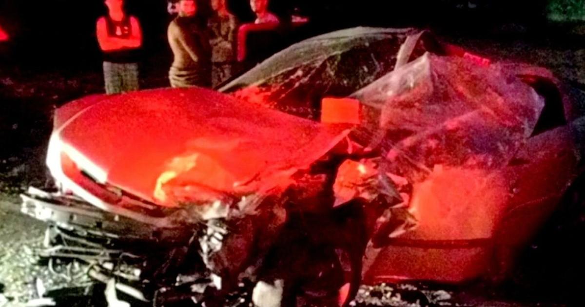 Dois homens são baleados após disparos contra um carro em Campos