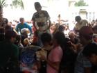 População disputa pedaço de bolo de 50 metros no aniversário de Macapá