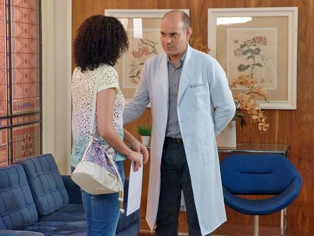 Fernando fala para Cidinha que sabe que ela é a Scarlett (Foto: Stephanie Cândido / Gshow)