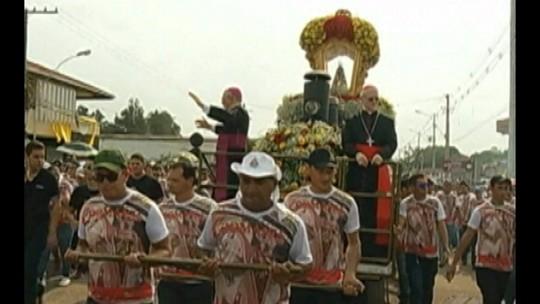 Devotos participam do Círio de Nazaré em Castanhal, nordeste do Pará