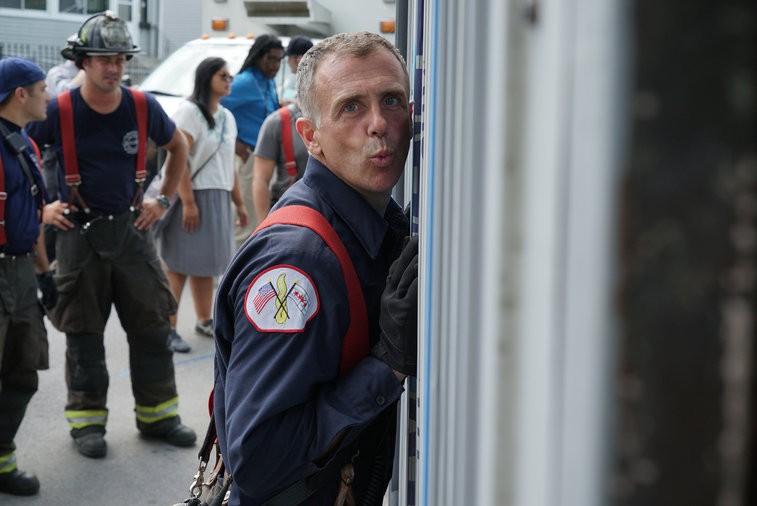 David Eigenberg nos bastidores de Chicago Fire. (Foto: Chicago Fire - Universal Channel)