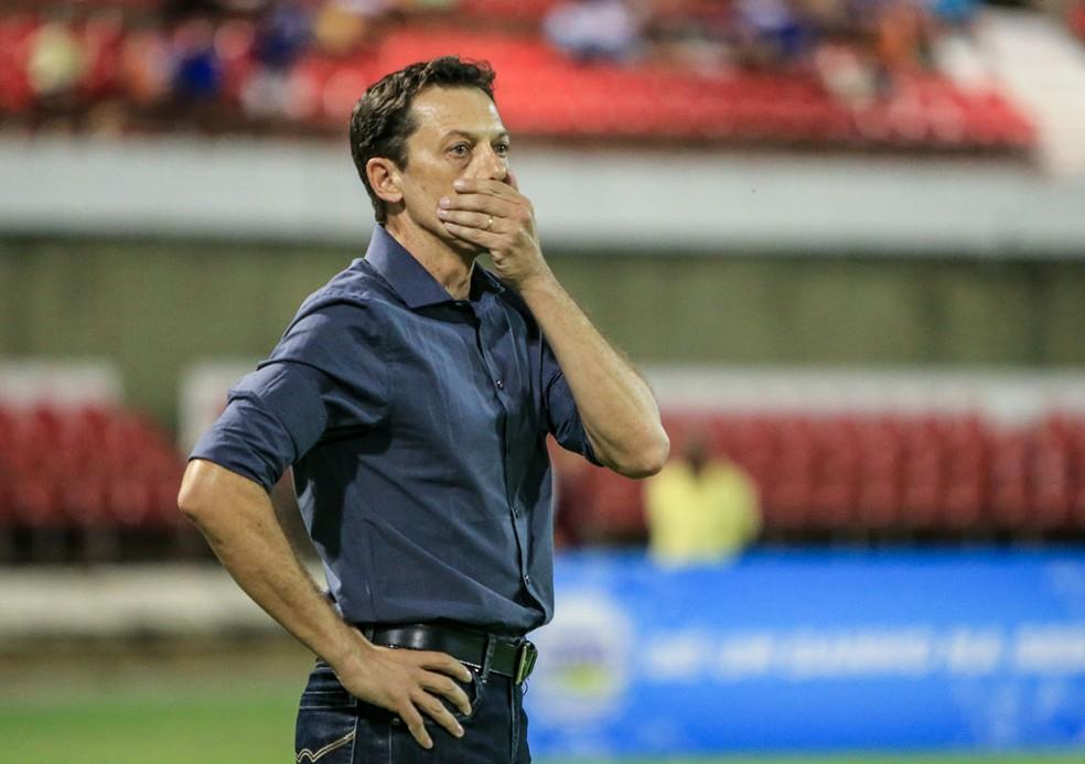 Campeão do primeiro turno, técnico Fernando Tonet deixa o Parnahyba após derrota no jogo de ida da final (Foto: Ailton Cruz/Gazeta de Alagoas)
