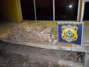 Caminhoneiro desconfia e polícia acha 152 quilos de droga na carga  (Foto: Divulgação/Polícia Rodoviária Federal)