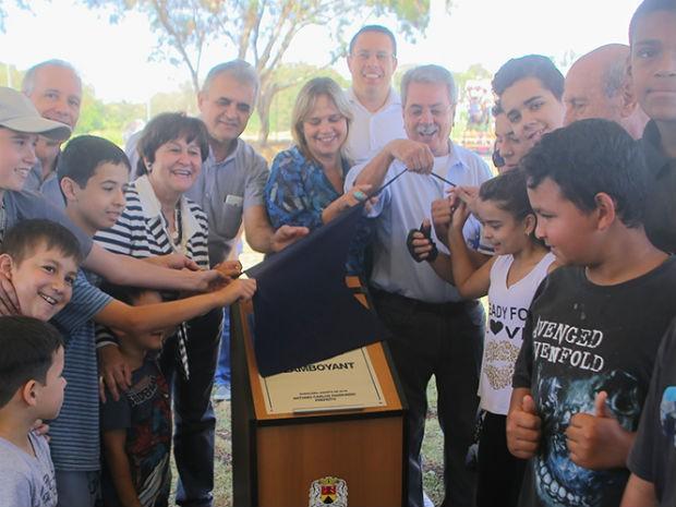 Prefeito Antonio Carlos Pannunzio inaugurou o parque com a vice-prefeita Edith Di Giorgi (Foto: Bruno Corrá)