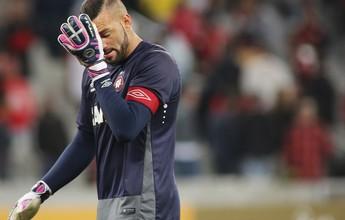 """Weverton pede tranquilidade em meio à crise no Atlético-PR : """"É o que temos"""""""