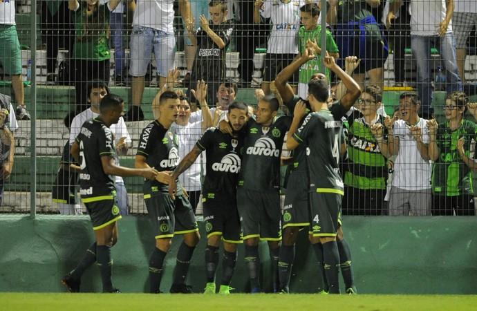 Comemoração gol Chapecoense x Atlético Nacional (Foto: WESLEY SANTOS/ESTADÃO CONTEÚDO)
