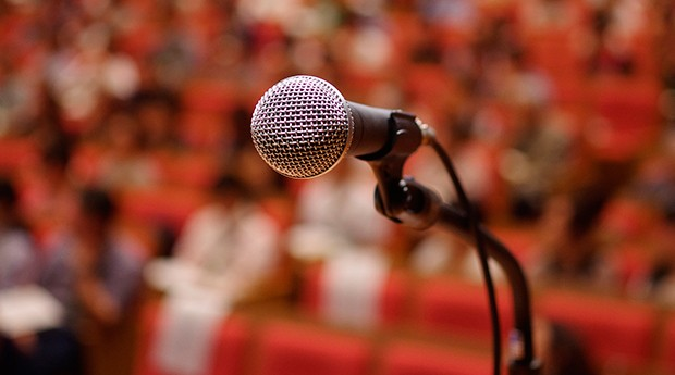 Microfone, Palco, Apresentação, Palestra (Foto: Tamaki Sono)