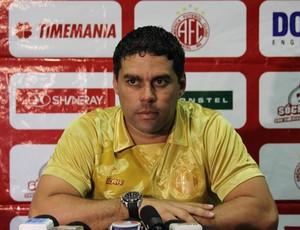 Leandro Sena, técnico do América-RN (Foto: Fabiano de Oliveira)