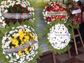 Partidos que Bruno ajudou a fundar mandaram coroas de flores (Foto: Marjones Pinheiro/TV Globo)