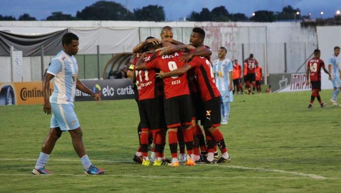 Vitória comemora gol contra o Luziânia (Foto: Moysés Suzart / Divulgação / EC Vitória)