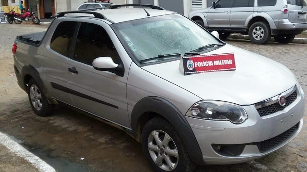 Caminhonete levada em roubo a frigorífico foi recuperada pela Polícia Militar (Foto: Tenente Rodrigues/Polícia Militar da Paraíba )