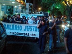 Guardas municipais protestaram em Natal nesta segunda (9) (Foto: Fernanda Zauli/G1)