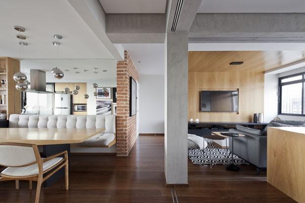Apartamento integrado usa portas de correr para dividir for Mamparas para dividir ambientes