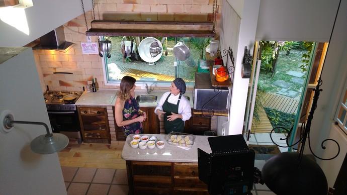 Chefe mostrou no Mistura como preparar frittada e pizza de pão (Foto: RBS TV/Divulgação )