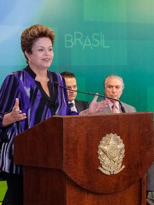 Presidente Dilma Rousseff discursa observada pelo vice-presidente Michel Temer (Foto: Roberto Stuckert Filho / Presidência)
