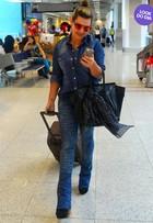 Look do dia: Fernanda Souza aposta no jeans e bolsa de grife