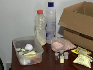 Menino misturou vários componentes químicos (Foto: Reprodução/TV TEM)