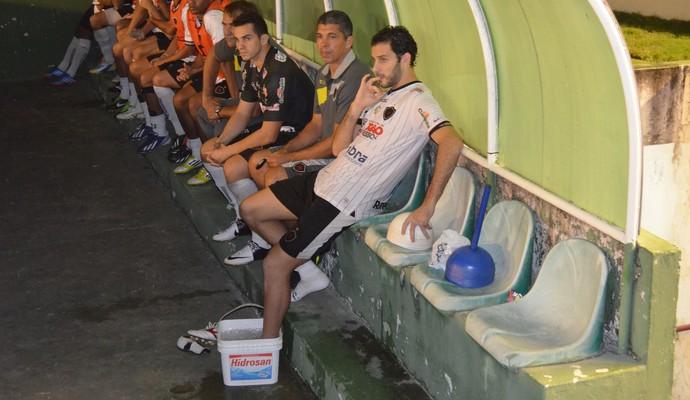 Frontini faz tratamento no tornozelo esquerdo, após contusão em jogo contra o Salgueiro (Foto: Amauri Aquino / GloboEsporte.com/pb)