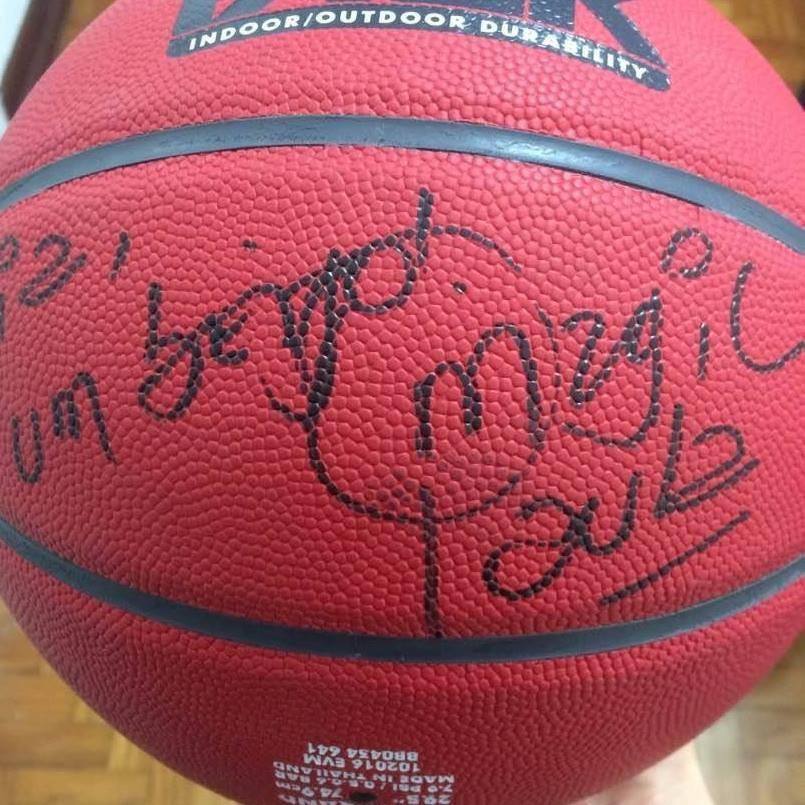 Bola de basquete assinada pela Magic Paula (Foto: Instagram/Reprodução)