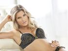 Andressa Suita aparece sensual de lingerie em campanha