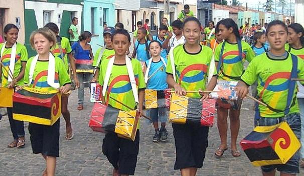 Criança Esperança 2013: Projeto Batucando Latas com Cultura e Cidadania (Foto: Divulgação/SOAF)