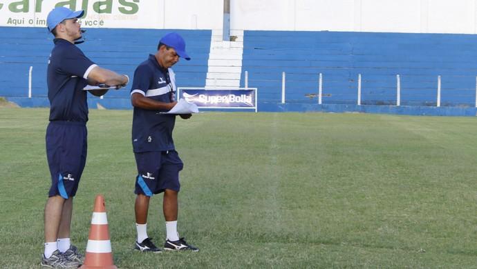 Preparadores físicos do CSA, Bruno Nunes e Pierre Goes (Foto: Caio Lorena / GloboEsporte.com)