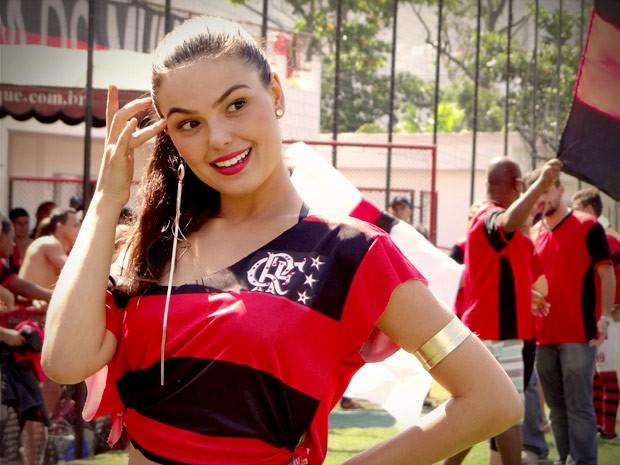 Focada no futuro, Suelen fica satisfeita com sua nova conquista (Foto: Avenida Brasil/TV Globo)