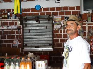 Silva Bezerra, comerciante de Belém de Maria (Foto: Paula Cavalcante/ G1)