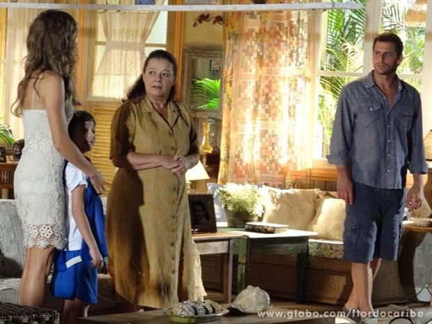 Cassiano não gosta que a mãe minta para seu filho (Foto: Flor do Caribe/ TV Globo)