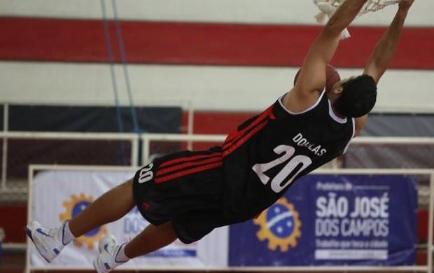 O pivô Douglas Correa foi cestinha da partida, com 25 pontos e 8 rebotes Flamengo Bauru (Foto: Divulgação)
