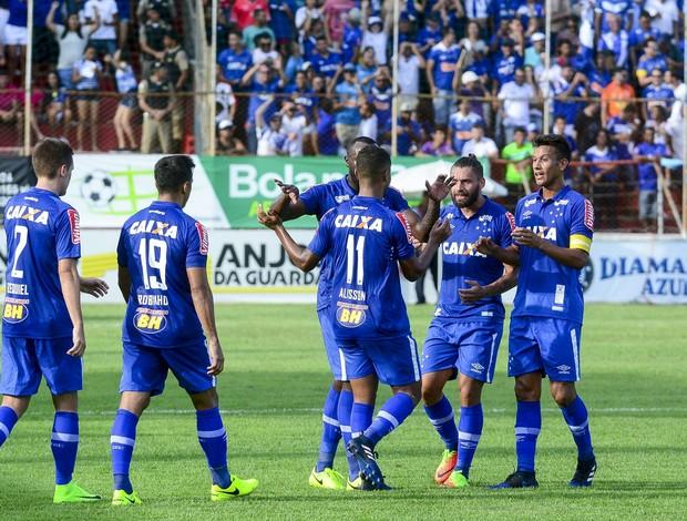 Jogadores do Cruzeiro comemoram gol de Alisson em cima do América TO