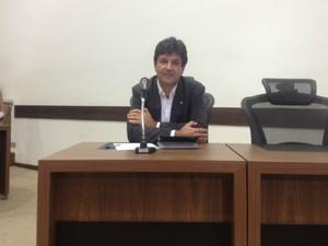 Deputado Mandetta durante CPI em MS (Foto: Nadyenka Castro/G1 MS)