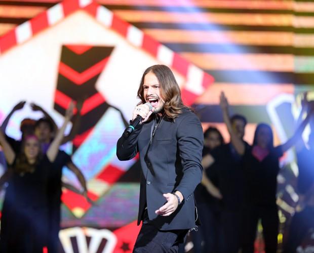 Defendendo o Time de Daniel, Kim cantou para conquistar mais votos  (Foto: Isabella Pinheiro/Gshow)