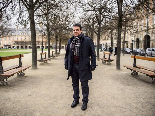 Cassio Gabus Mendes participa das gravações de Babilônia em Paris (Foto: Alex Carvalho/Globo)