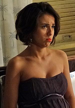 Valéria se entristece com a partida de Josué (Foto: Amor Eterno Amor/TV Globo)