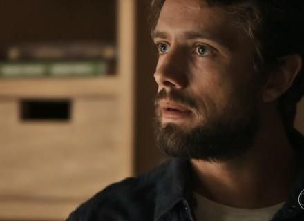 Renato alerta Clara sobre as intenções de Gael