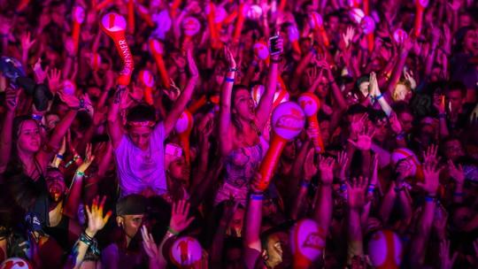Duetos, discursos, hits: confira o melhor da segunda noite do Planeta Atlântida 2016