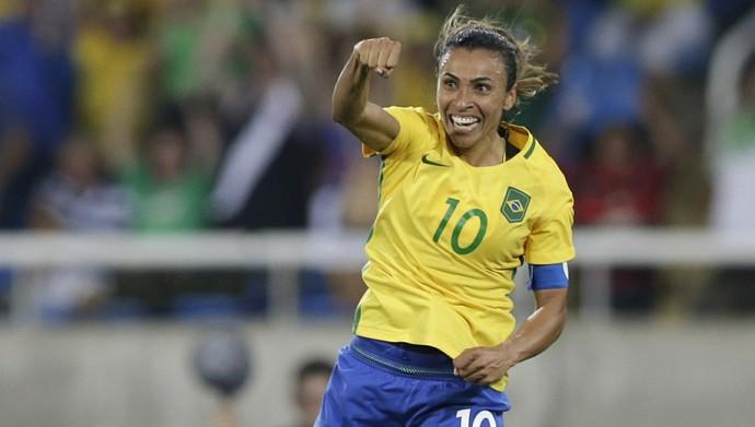 Marta gol Brasil x Suecia (Foto: AP)