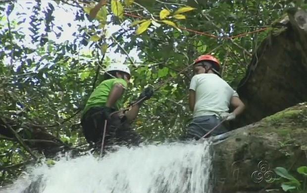 Nossa equipe de reportagem se aventurou no rapel (Foto: Amazonas TV)