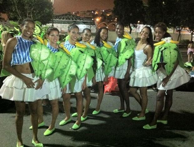 jogadores desfile carnaval volei (Foto: Reprodução/Twitter)