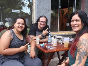 """Bruna Borges, Maycon Rock e Giza Salavaggio na """"3ª Expo Rondônia Tattoo"""" (Foto: Suzi Rocha/ G1)"""