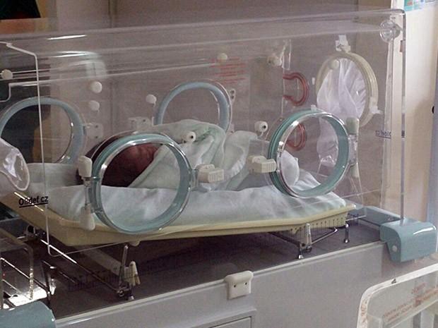 Bebê está sendo chamado pelas enfermeiras de Davi (Foto: Bruno Fontes/TV Globo)