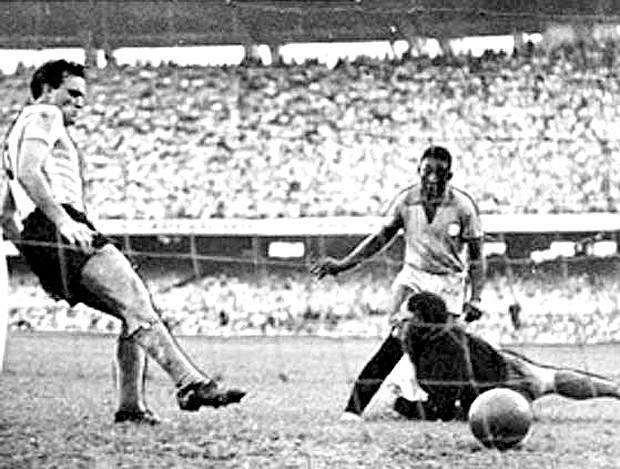 pelé brasil primeiro gol 7 de julho de 1957 copa roca maracanã (Foto: Divulgação)