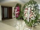 Famosos enviam coroas de flores em homenagem a Betty Lago