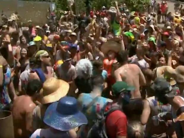 Cerca de 1 mil pessoas participaram da festa da Cucanha nesta terça (9) em Piracicaba (Foto: Reprodução/EPTV)