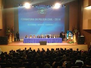 Anúncio de nomeação foi deito em solenidade da formatura dos policiais civis no Centro de Convenções. (Foto: Natália Souza/G1)