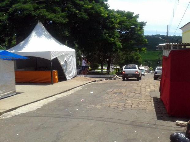 Motorista embriagado invadiu rua e atropelou pessoas em São Tomás de Aquino (Foto: Marlon Santiago / EPTV)